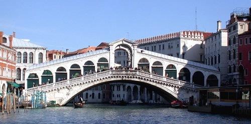 Alquiler de apartamentos turísticos cerca del puente de Rialto desde 20€